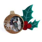 A Christmas Carol Brooch By Laliblue